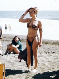 carrie-fisher-in-golden-bikini-rolling-stone-magazine-summer-1983_10